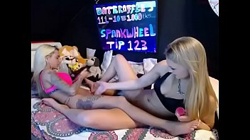 cam cd trap tranny on Wife show her legs to friends