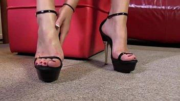 slave the lick feet Perra cochina yadi
